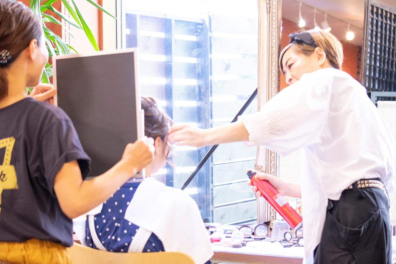 成人式のヘアメイクの様子